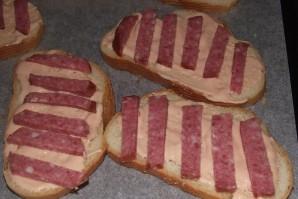 Бутерброды с колбасой жареные - фото шаг 2