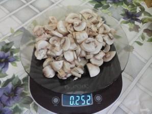 Свинина, тушенная в сметане с грибами - фото шаг 4