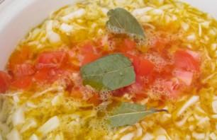Борщ с тушенкой и помидорами - фото шаг 3