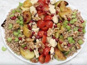 Салат с кус-кусом и жареными яблоками - фото шаг 7