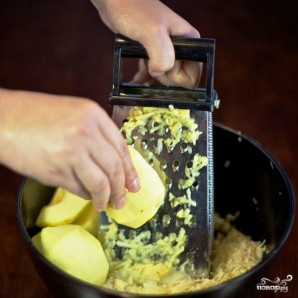 Салат из сельдерея с яблоками и яйцами - фото шаг 4
