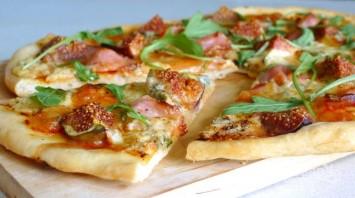 Пицца из пирожкового теста в духовке - фото шаг 6