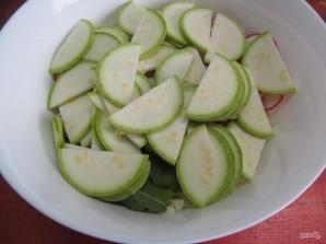 Салат по-корейски из капусты с редисом и кабачком  - фото шаг 4