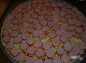 Пицца с сосисками и сыром - фото шаг 3