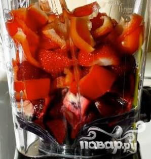 Витаминный напиток из свеклы, красного апельсина и клубники - фото шаг 3