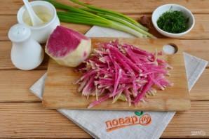 Салат с зеленой редькой и морковью - фото шаг 2