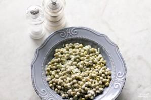 Салат с зелёным консервированным горошком - фото шаг 4