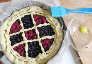 Дрожжевое тесто с ягодами - фото шаг 7