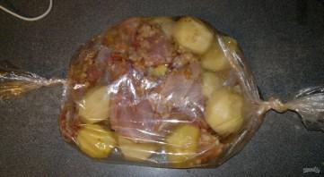 Рецепт кролика в духовке с картошкой - фото шаг 6