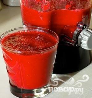 Витаминный напиток из свеклы, красного апельсина и клубники - фото шаг 4