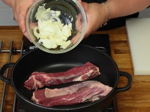 Жаркое из говядины с чесноком - фото шаг 1