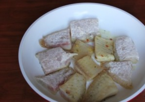 Рыба под томатным соусом - фото шаг 1