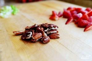 Салат с клубникой и курицей - фото шаг 7