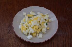 Салат с кириешками и сыром - фото шаг 6