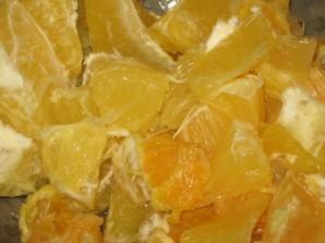 Шарлотка с апельсинами в мультиварке - фото шаг 3