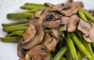 Зеленая фасоль с грибами - фото шаг 5