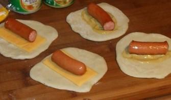 Пирожки с сосиской жареные - фото шаг 3