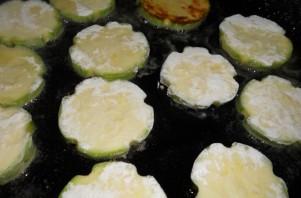 Жареные кабачки с майонезом - фото шаг 2