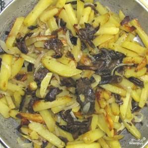 Картофель с маринованными грибами - фото шаг 6
