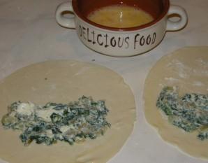 Кутабы с сыром и зеленью - фото шаг 5