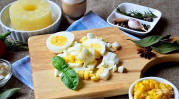 Салат с ананасами и курицей - фото шаг 2