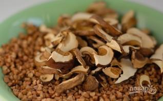 Гречка с сушеными грибами - фото шаг 1