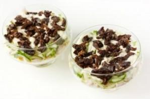 Салат с курицей в креманках - фото шаг 12