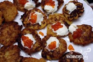 Картофельные оладьи с икрой - фото шаг 6