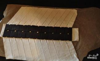 Косичка с шоколадом из слоеного теста - фото шаг 3