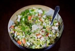 Салат с маринованными грибами - фото шаг 7