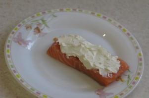 """Семга с сыром """"Филадельфия"""" - фото шаг 2"""