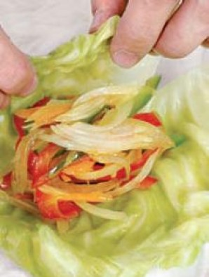 Шарики из капустных листьев - фото шаг 5