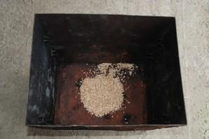 Копчение свиных ребрышек в коптильне - фото шаг 3