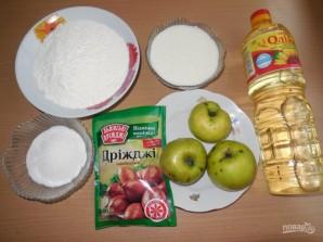 Оладьи на воде с яблоками - фото шаг 1