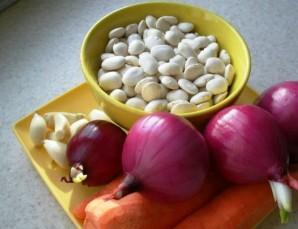 Фасоль с морковью и луком - фото шаг 1