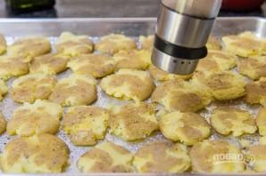 Хрустящая мятая картошка - фото шаг 5