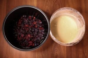 Сливовый пирог в мультиварке - фото шаг 2