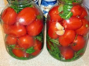 Засолка помидоров в банках - фото шаг 3