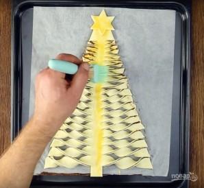 Новогодняя ель из слоеного теста - фото шаг 9