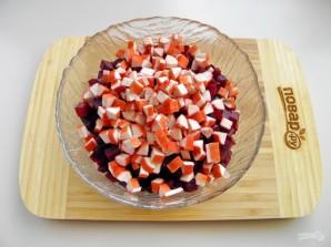Свекольный салат с крабовыми палочками - фото шаг 3