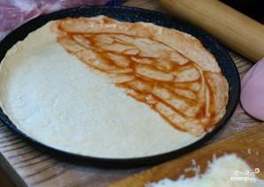 Пицца с сырной корочкой - фото шаг 5