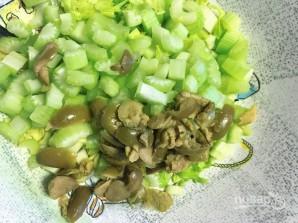 Салат из оливок и сельдерея - фото шаг 2