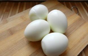 Яйца, фаршированные красной рыбой - фото шаг 1