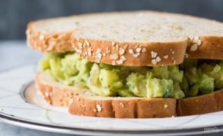 Сэндвич с авокадо и курицей - фото шаг 3