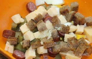 Салат с охотничьими колбасками - фото шаг 4