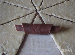 Шоколадные рогалики с кокосовой начинкой - фото шаг 3