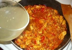 Паэлья с курицей и креветками - фото шаг 11
