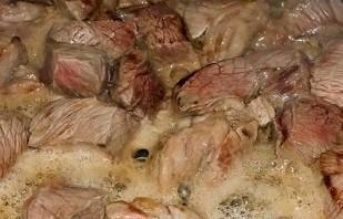 Тушеная свинина на сковороде - фото шаг 2