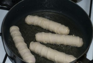 Сосиски в тесте на сковороде - фото шаг 5