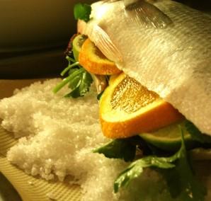 Сибас, запеченный в соли - фото шаг 3